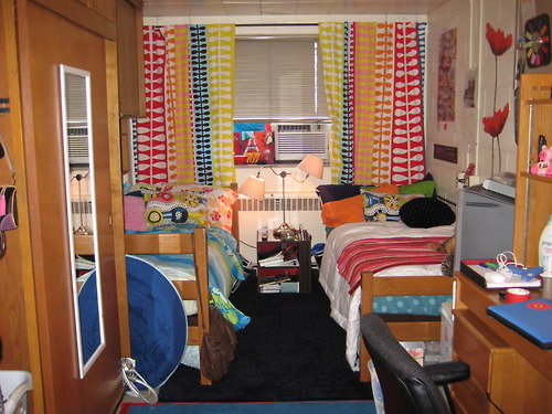 tumblr l5y65naOkl1qc1bn7o1 500 Create good feng shui for decorating your dorm room